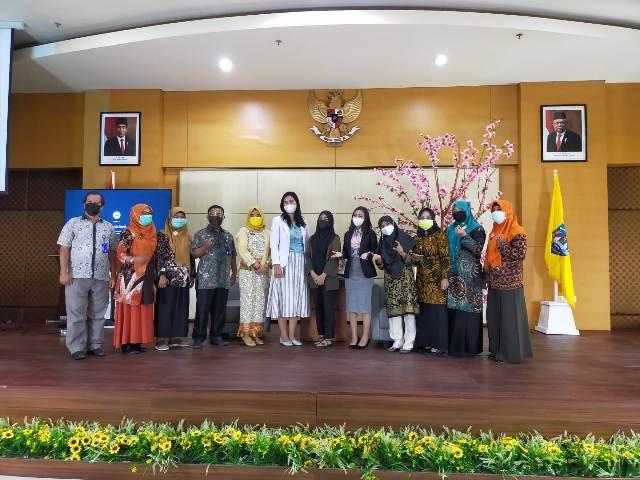 Narasumber dr. Helvy Yuliana Saragih M.Sc, Sp.A bersama peserta talk show di Auditorium lantai enam RSUD Tarakan, Kamis (25/3/2021). (foto: jendelakaltara.co)