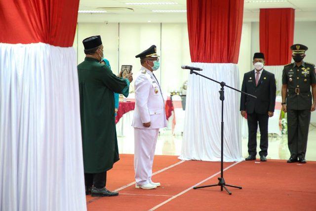 Topan Amrullah diambil sumpahnya saat dilantik menjadi Bupati Malinau di Gedung Gabungan Dinas, Jumat (26/3/2021). (foto: Diskominfo Kaltara)