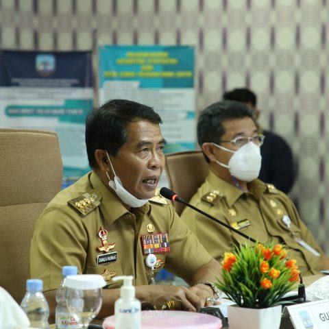 Gubernur Kaltara H. Zainal Arifin Paliwang (kiri) didampingi Wagub Yansen TP saat memimpin acara konsultasi publik, Senin (15/3/2021). (foto: Diskominfo Provinsi Kaltara)