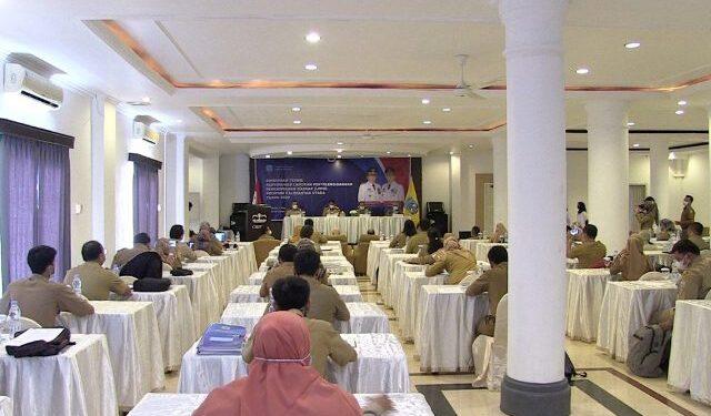 Bimtek LPPD Provinsi Kaltara dibuka Gubernur Kaltara H. Zainal Arifin Paliwang di Ballroom Hotel Crown, Senin (1/3/2021). (foto: Diskominfo Provinsi Kaltara)