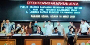 Gubernur Kaltara H. Zainal Arifin Paliwang dan Wagub Yansen TP, hadir dalam RPD tentang RUU Raperda hari jadi dan lambang Provinsi Kaltara,  Selasa (16/3/2021). (foto: Diskominfo Provinsi Kaltara)