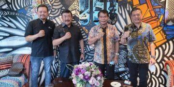 Gubernur Kaltara Zainal A. Paliwang bersama pimpinan PT. Japfa Comfeed Indonesia Tbk. (foto: Diskominfo Provinsi Kaltara)