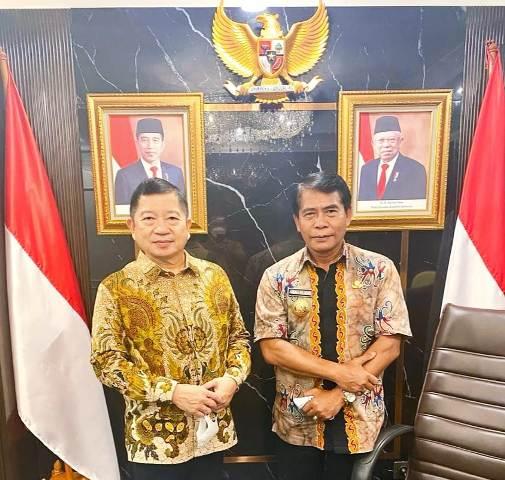 Gubernur Kaltara Zainal A. Paliwang (kanan) bersama Menteri PPN/Bappenas Suharso Monoarfa. (foto: Diskominfo Kaltara)