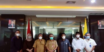 Direktur RSUD Tarakan dr. Muhammad Hasbi Hasyim Sp.PD bersama Komisi I DPRD Kabupaten Berau. (foto: Istimewa)