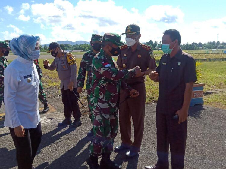 Kedatangan Pangdam VI/Mulawarman Mayjen TNI Heri Wiranto SE, MM, M.Tr disambut Bupati Nunukan Hj. Asmin Laura Hafid dan Forkopimda Kabupaten Nunukan. (foto: Istimewa)