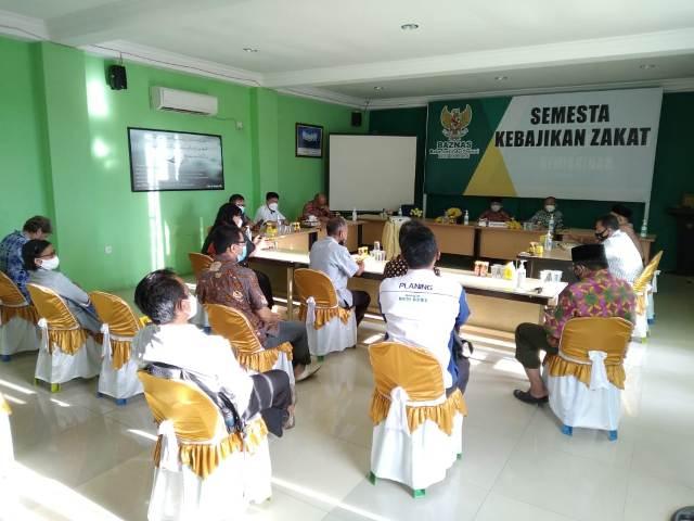 Pertemuan FKUB Tarakan di Sekretaris Baznas Selasa (30/3/2021) menanggapi aksi terorisme di Makassar. (foto: FKUB Tarakan)