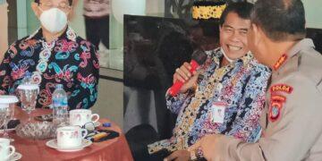 Gubernur Kaltara H. Zainal Arifin Paliwang (tengah) didampingi Wakil Gubernur Yansen TP berbincang bersama Kapolda Kaltara Irjen Pol Bambang Kristiyono pada acara coffee morning bersama Forkopimda Kaltara, Jumat (12/3/2021).
