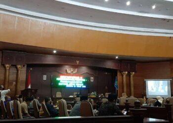 Rapat Paripurna ke VI pengumuman hasil penetapan pasangan calon Bupati dan Wakil Bupati terpilih periode 2021-2024 di gedung DPRD, Senin (1/3/2021).