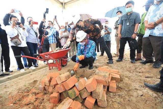 Wali Kota Tarakan dr. H. Khairul M.Kes melakukan peletakkan batu pertama pembangunan perumahan MBR Graha Nawacita, Sabtu (3/4/2021).