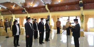 Wali Kota Tarakan dr. H. Khairul M.Kes mengukuhkan Badan Pengelola Masjid Baitul Izzah Islamic Center Tarakan di Gedung Serbaguna Kantor Wali Kota Tarakan, Kamis (1/4/2021). (foto: Humas Setda Tarakan)