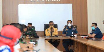 Wali Kota Tarakan dr. H. Khairul hadir dalam rapat koordinasi di Kantor KSOP Kelas III Tarakan, Kamis (29/4/2021). (foto: Bagian Protokol dan Komunikasi Pimpinan Daerah Tarakan)