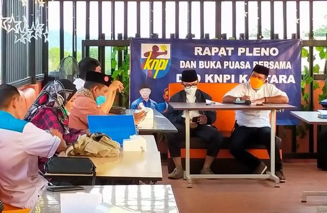DPD KNPI Kaltara menggelar rapat pleno dirangkai buka puasa bersama di salah satu rumah makan di Tarakan, Jumat (23/4/2021). (foto: jendelakaltara.co)