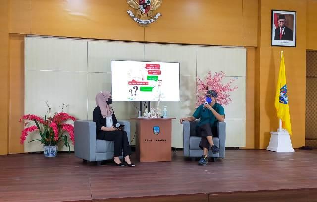Dokter spesialis Ortopedi RSUD Tarakan dr. Nugroho Setyowardoyo Sp. OT(K) Spine memberikan pencerahan terkait saraf terjepit, Kamis (8/4/2021). (foto: jendelakaltara.co)
