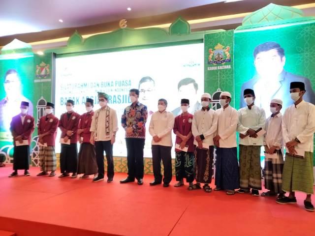 Calon Ketua Umum Kadin periode 2021-2026 Arsjad Rasjid silaturrahmi dan buka puasa bersama Kadin se-Kaltara dan anak yatim di Tanjung Selor, Kamis (29/4/2021). (foto: jendelakaltara.co)
