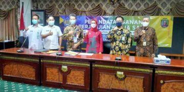 Bupati Nunukan Hj. Asmin Laura Hafid bersama jajarannya saa mengikuti pertemuan secara virtual dengan DJP dan DJPK Kementerian Keuangan Rabu  (21/04/2021). (foto: Humas Pemkab Nunukan)