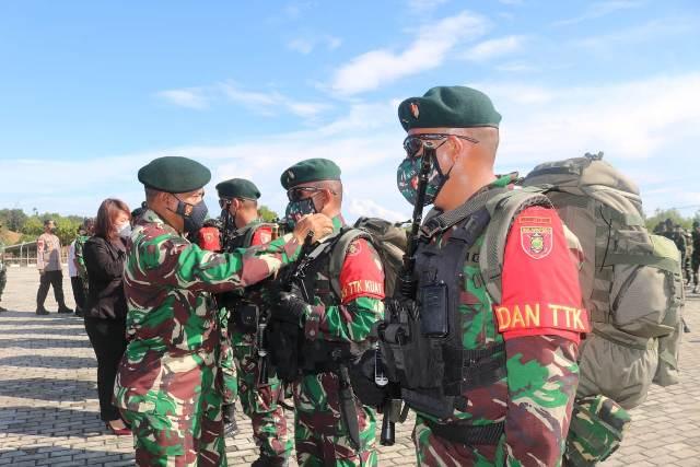 Pangdam VI/Mulawarman Mayjen TNI Heri Wiranto melepas 450 Prajurit Yonif Raider 613/Raja Alam tugas ke Papua. (foto: Kodim 0907/Tarakan)