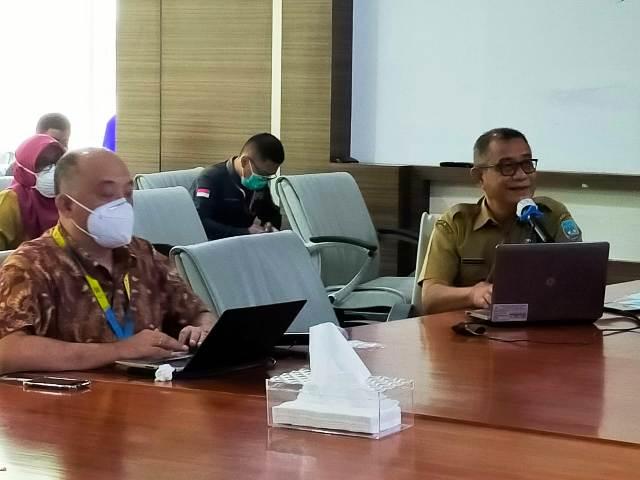 Direktur RSUD Tarakan dr. Muhammad Hasbi Hasyim Sp.PD (kanan) memaparakan kondisi RSUD Tarakan kepada ke Kasubdit Mutu dan Akreditasi Pelayanan Kesehatan Rujukan Rumah Sakit Direktorat Jenderal (Ditjen) Pelayanan Kesehatan Kementerian Kesehatan, dr. Sunarto M.Kes. (foto: jendelakaltara.co)