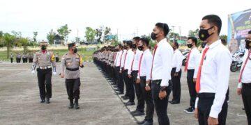 Kapolda Kaltara Irjen Pol Drs. Bambang Kristiyono M.Hum memeriksa pasukan. (foto: Humas Polda Kaltara)
