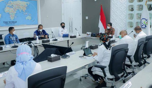 Gubernur Kaltara Zainal A. Paliwang melakukan pertemuan dengan Menteri KKP Sakti Wahyu Trenggono beserta jajarannya, Senin (19/4/2021). (foto: Diskominfo Kaltara)