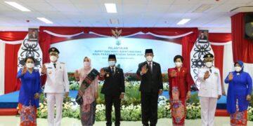 Gubernur Kaltara Zainal A. Paliwang dan Wakil Gubernur Kaltara Yansen TP beserta istri serta Bupati dan Wakil Bupati Malinau. (foto: Diskominfo Kaltara)