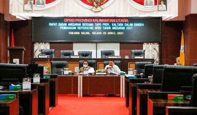 Sekprov Kaltara Suriansyah hadir dalam hearing bersama Komisi III DPRD Kaltara membahas terkait refocusing anggaran. (foto: Diskominfo Kaltara)