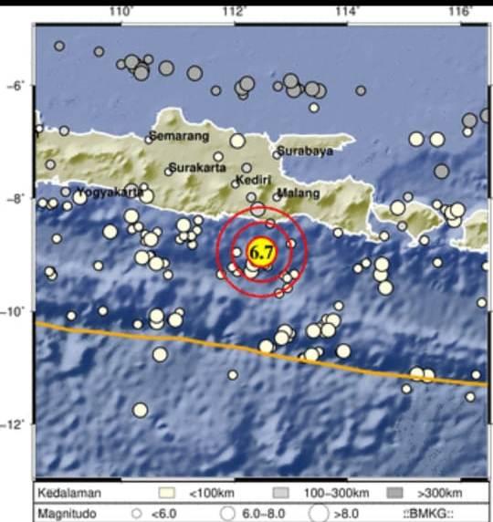 Gempa bumi Magnitudo 6,7 mengguncang selatan Jawa pada Sabtu (10/4/2021). Episenter terletak pada koordinat 8,83 LS dan 112,5 BT, atau tepatnya berlokasi di laut pada jarak 96 kilometer arah Selatan Kota Kepanjen, Kabupaten Malang, Jawa Timur (foto: BMKG)