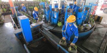 Pengisian ulang tabung LPG 3 kg di SPBE. (foto: Pertamina MOR VI)