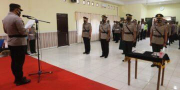 Kapolres Malinau AKBP Agus Nugraha memimpin sertijab Kabag Ops dan Kasat Resnarkoba di ruang Rupatama Polres Malinau, Rabu (14/4) lalu. (foto: Humas Polres Malinau)