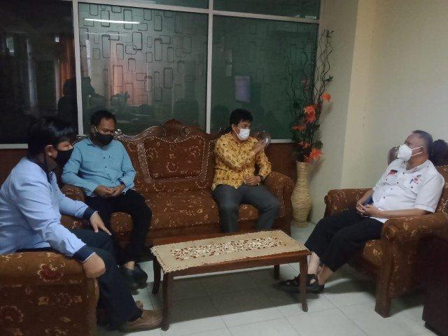 Ketua dan anggota Bawaslu Tarakan melakukan koordinasi bersama Disdukcapil terkait Surat Edaran Bawaslu RI nomor 13 Tahun 2021. (foto: Bawaslu Tarakan)