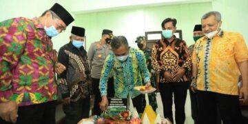 Wali Kota Tarakan dr. H. Khairul M.Kes meresmikan pemanfaatan sekretariat MUI Tarakan, Sabtu (10/4/2021). (foto: Humas Setda Tarakan)