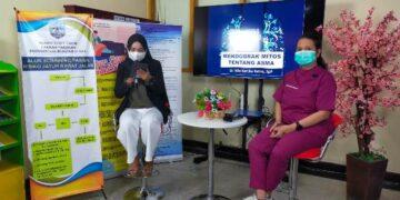 "Talkshow kesehatan dengan tema ""Mendobrak Mitos Seputar Penyakit Asma"" dihadiri dr. Nila Kartika Ratna Sp.P (kanan) sebagai narasumber di RSUD Tarakan, Kamis (6/5/2021). (foto: jendelakaltara.co)"