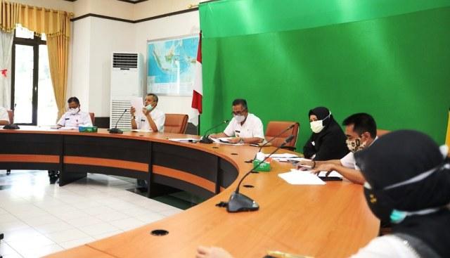 Wali Kota Tarakan dr. H. Khairul M. Kes memimpin rapat penyampaian laporan tahunan RSUKT Tahun Anggaran 2020 di Ruang Rapat Wali Kota Tarakan, Rabu (28/4/2021). (foto: Prokopimda Tarakan)
