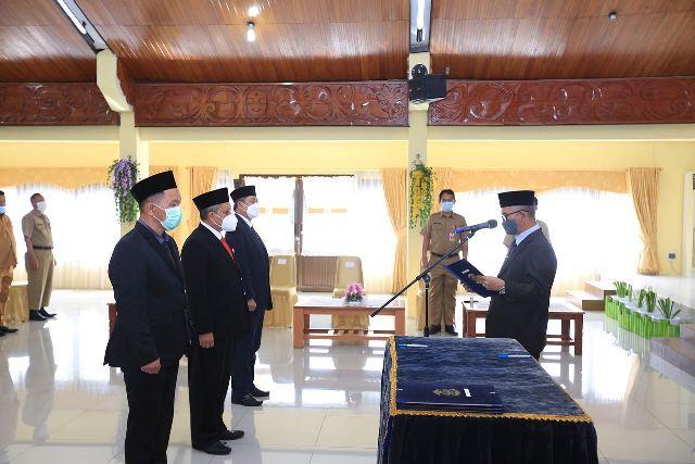 Wali Kota Tarakan dr. H. Khairul M.Kes melantik Dewan Pengawas RSUKT di gedung serba guna Kantor Wali Kota Tarakan, Senin (3/5/2021). (foto: Prokopimda Tarakan)