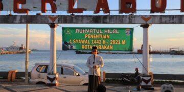 Wali Kota Tarakan dr. H. Khairul M.Kes menyampaikan arahan pada kegiatan Rukyatul Hilal di Taman Berlabuh, Kelurahan Lingkas Ujung, Tarakan, Selasa (11/5/2021). (foto: Prokopimda Tarakan)