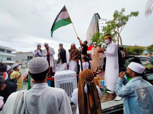 Umat Islam di Tarakan menggelar aksi solidaritas di halaman GTM, Jumat (21/5/2021). (foto: jendelakaltara.co)