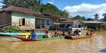 Banjir terjadi di salah satu desa di Kabupaten Malinau.  (foto:Cokoliat.com)