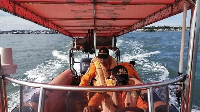 Tim SAR Tarakan bertolak menuju lokasi terbaliknya perahu di Sungai Antutan, Kabupaten Bulungan, Senin (24/5/2021). (foto: Kantor Pencarian dan Pertolongan Tarakan)