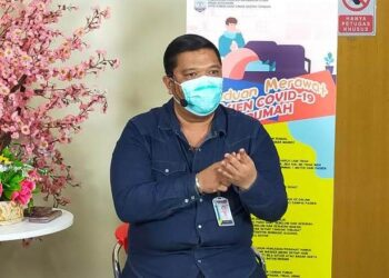 dr. Gusti Hariyadi Maulana M.Sc, Sp.PD, KGH memberi penjelasan pada acara info sehat di di lantai Satu Rumah Sakit Umum Daerah (RSUD) Tarakan, Kamis (17/6/2021). (foto: jendelakaltara.co)