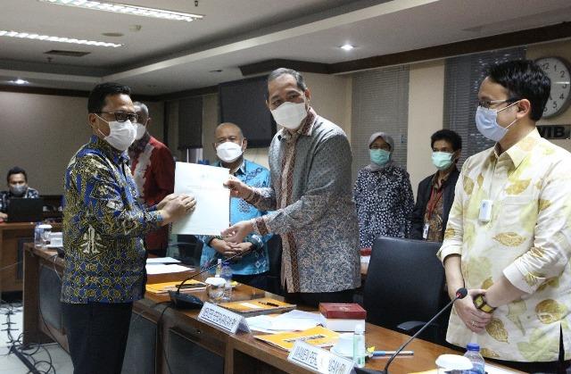 Senator Kaltara yang juga Wakil Ketua Komite II DPD RI Hasan Basri (kiri) hadir dalam RDP dengan Kementerian Perdagangan di Gedung DPD RI, Jakarta, Jumat (11/6/2021). (foto: Tim HB)