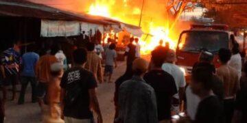 Kebakaran jalan Pangeran Aji Iskandar RT 12 Kelurahan Juata Laut, Kecamatan Tarakan Utara, Senin (14/6/2021). (foto: Istimewa).