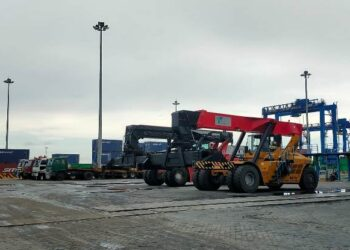 Karena obyek vital nasional yang berfungsi juga sebagai pelabuhan bongkar muat peti kemas. banyak alat berat beroperasi di pelabuhan Malundung Tarakan. (foto: jendelakaltara.co)