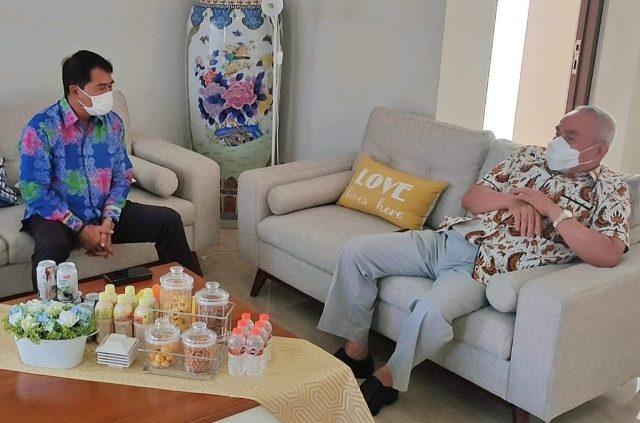 Gubernur Kaltara Zainal A. Paliwang bertemu Gubernur Kaltim Isran Noor, Jumat (4/6/2021). (foto: DKISP Kaltara)