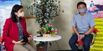 """Dokter spesialis saraf dr. Febriyanto Powatu M.Kes, Sp.S (kanan) menjadi narasumber pada talk show kesehatan bertema """"Mengenal Stroke, Terapi Terkini dan Pencegahannya"""" di lantai satu RSUD Tarakan, Kamis (3/6). (foto: jendelakaltara.co)"""
